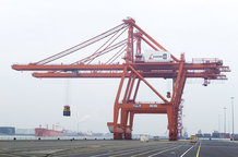 9 Container Cranes (ship to shore)