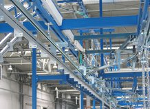 Conveyor to move cable harnesses automatically from one to another workplace