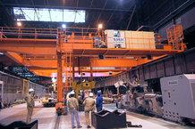 Vertical energy supply on a half-gantry crane